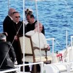 Papa Francesco e il vescovo Montenegro a Lampedusa