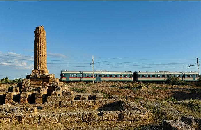Turismo ad Agrigento, con i treni storici alla festa del Mandorlo in Fiore