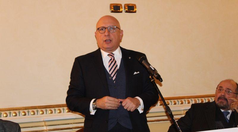 """Forza Italia sfiducia l'assessore Armao e Musumeci lo blinda, il Pd: """"E' crisi"""""""