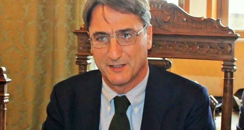 """Sicilia, Fava a Musumeci: """"Basta annunci su Facebook, venga in aula o si dimetta"""""""