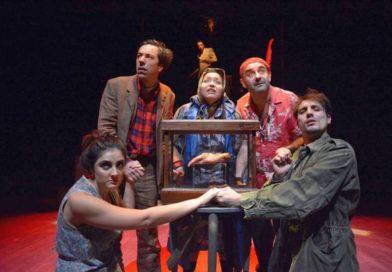 """Teatro, quell'amore infranto che fa crollare le pareti: al Libero """"Il cielo in una stanza"""", la canzone diventa dramma"""