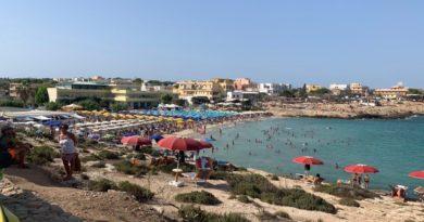 Open Arms, Lampedusa tra turisti curiosi e mugugni dei pescatori