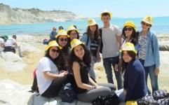 Giovani alla Scala dei Turchi il 1° maggio