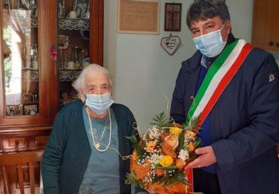 Siculiana, il sindaco: ''Auguri a zia Pippina, 102 anni di entusiasmo e freschezza''